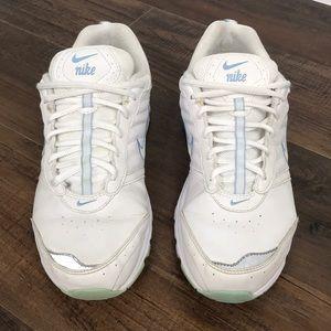 Women's Nike View ll Walking Shoe Size 9.5
